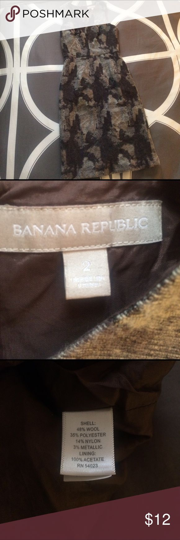 Sz 2 Banana Republic wool/poly dress Short sleeve Banana Republic Sz 2 dress. Wear a dress shirt under dress with stockings for the winter season. This is a dry clean only dress. Holiday 12 season. Comes from a smoke and pet free home. Banana Republic Dresses