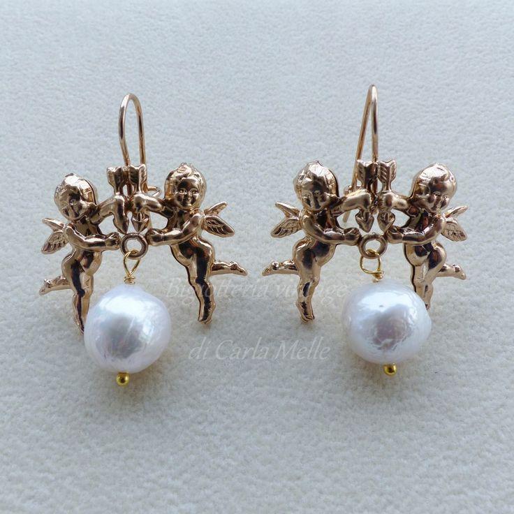 55 euro Orecchini placcati oro antico con angeli e perla barocca
