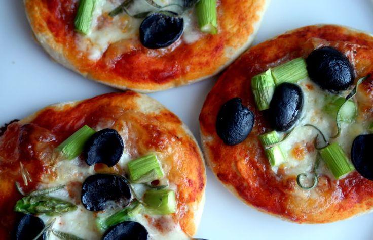 Pizza con gli asparagi e formaggio di capra   Smagsløjer