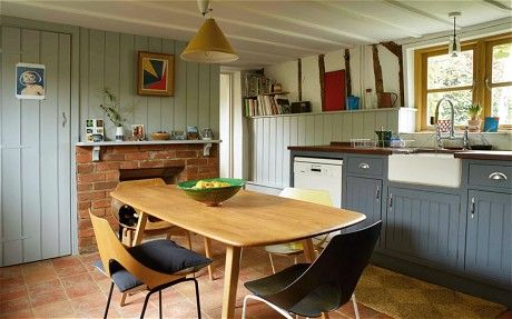 Interiors: a fashion high-flyer's country cottage - Telegraph - ercol dining table