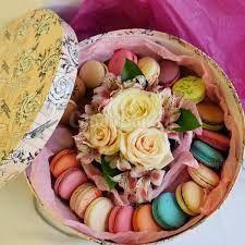 Картинки по запросу цветы с печеньем в коробке