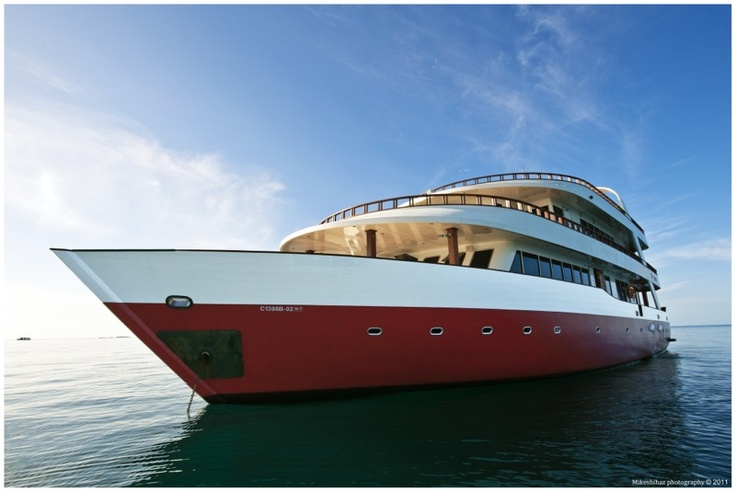 Theia, cruise Maldives.