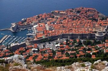 Dubrovnik top things to do - City Walls Copyright Glen Scarborough #Dubrovnik #Travel #Europe #Ebdestinations @ebdestinations #Croatia