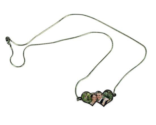 Stampa la foto più bella in compagnia di chi ami su ciondolo a doppio cuore con collana --> http://www.goonart.it/crea/collana-con-ciondolo-due-cuori.aspx