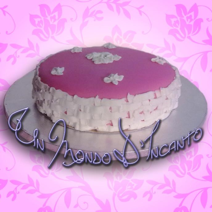 Torta per corso di decorazione con pasta di zucchero e ghiaccia reale