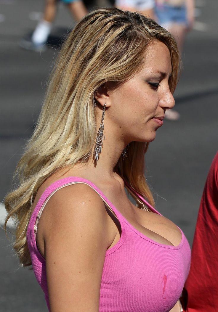 Candid boobs