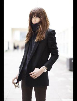 黒のタートルネックセーターに合うコーディネート