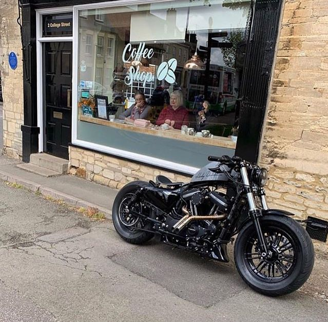 Harley 883, Harley Bobber, Harley Bikes, Bobber Bikes, Bobber Motorcycle, Motorcycle Clubs, Motorcycle Garage, Concept Motorcycles, Custom Motorcycles