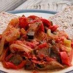 Caponata siciliana, piatto universalmente noto esclusivo della tradizione gastronomica siciliana.