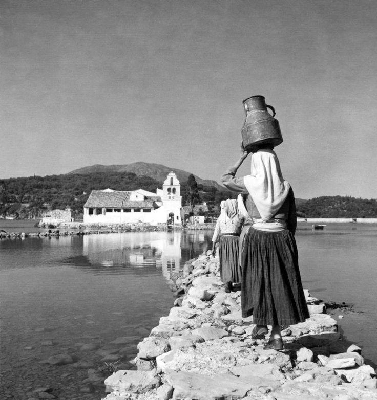 Μαρία Χρουσάκη, περ. 1950, Κέρκυρα, στην Παναγία των Βλαχερνών