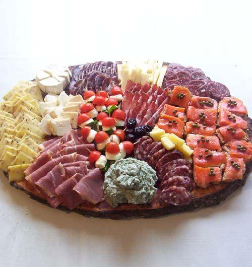 http://cocina.decocasa.com.ar/wp-content/uploads/picada-con-pinchos-capresse-y-bruschettas.jpg