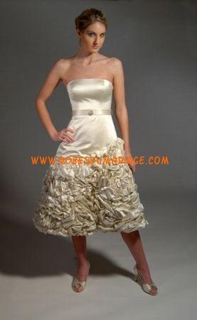 Eugenia belle robe de mariée évasé champagne ornée de fleur satin