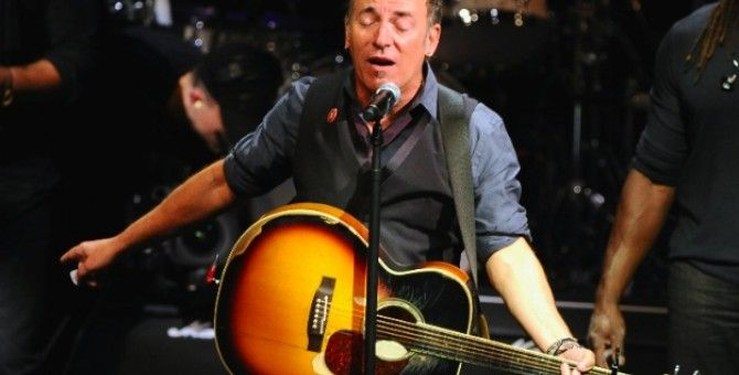 Robert Hilburn : Bruce Springsteen Picks Actress As 'Mrs. Boss'