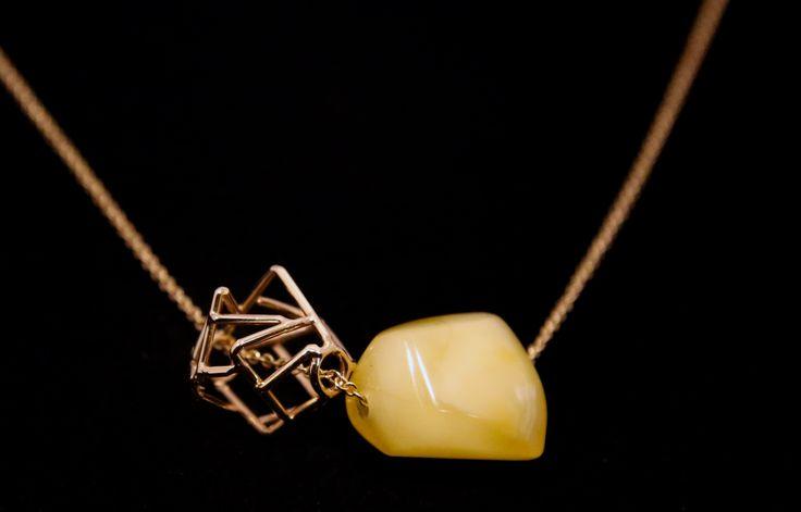 Celebrity-Style necklace Authentic Polish Amber. 14K Gold.