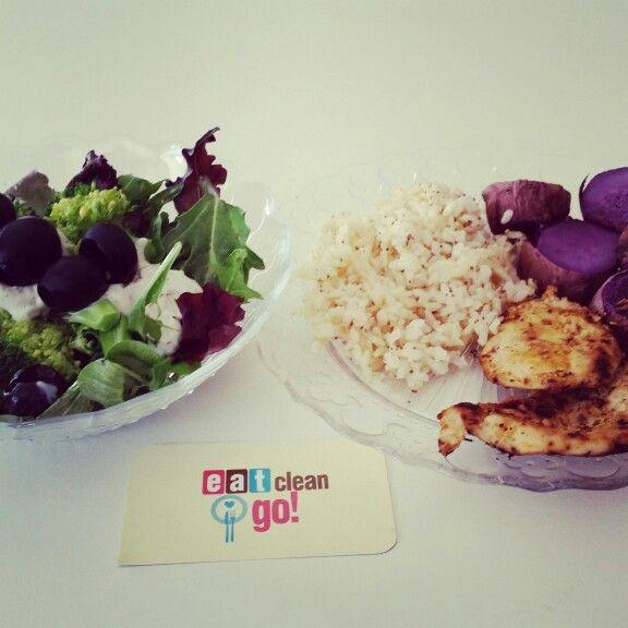 Ensalada fresca arroz con quinoa pechuga y batata morada