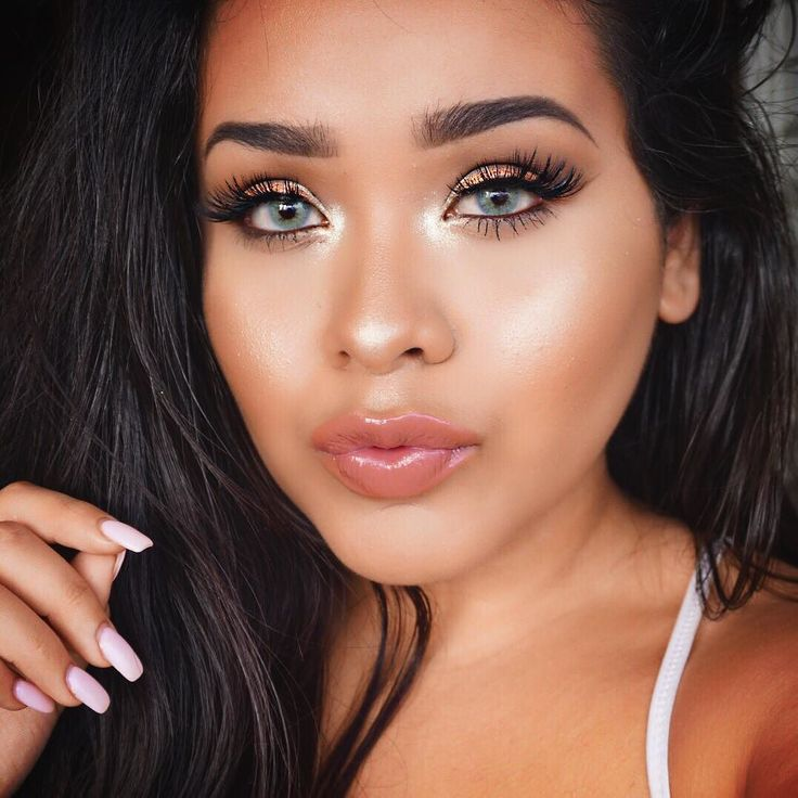 """details: Face highlight #OhDarling by #maccosmetics @benefitcosmetics """"Sun Beam"""" underneath eyes: Liner is """"Get Paid"""" gel liner by @colourpopcosmetics and then their shadow """"crimper"""" in the inner corner transition shades are @morphebrushes 35T palette 