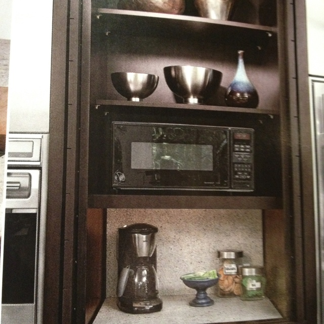 Appliance garage....room between fridge and ovens?