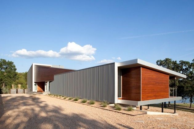 Hufft Projects have designed the Postcard House near Table Rock Lake in Missouri.