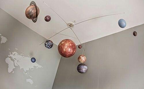 宇宙らしい空間が演出できる太陽系モビール!