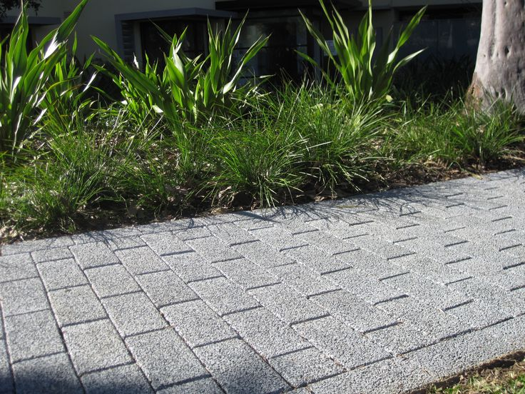 HydroSTON permeable concrete pavers used for a footpath at Lynbara Avenue, St Ives NSW, Australia.