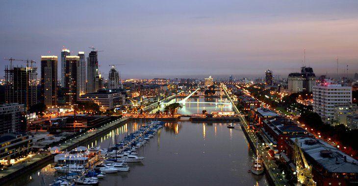 mirada aerea del Rio de la Plata sector Puerto Madero