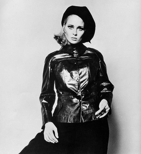 Faye Dunaway in a shining marron leather jacket by Christiane Bailley, photo by Jerry Schatzberg for Vogue, 1968