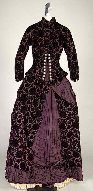 Wedding Dress Date: 1881