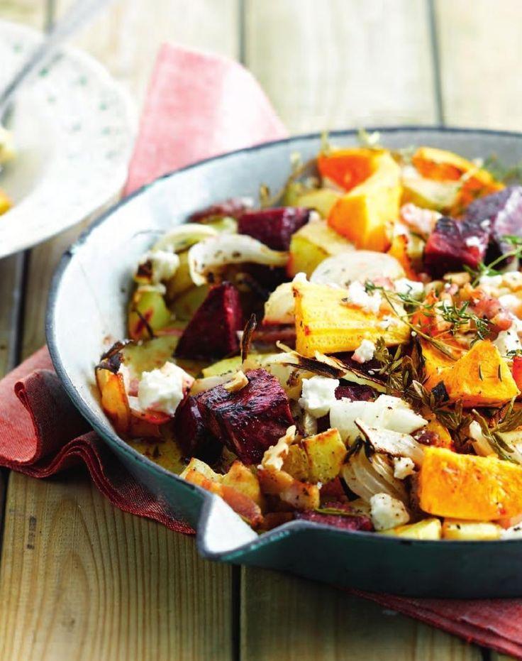 Kleurrijke ovenschotel met pompoen en spek http://njam.tv/recepten/kleurrijke-ovenschotel-met-pompoen-en-spek