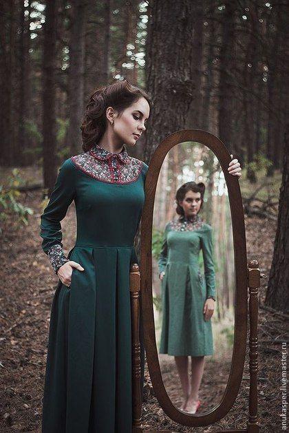 Купить или заказать Платье в пол 'Темно- зеленое ' в интернет-магазине на Ярмарке Мастеров. Платье в пол, выполнено из костюмной ткани , глубокого, темно -зеленого цвета, отделка платья выполнена из шифона в мелкий цвето…