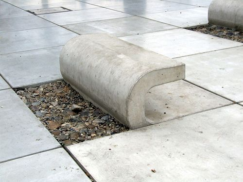 Minimalistic concrete benches in Riva promenade of the scenic Croatian city of Split. Made by 3LHD Architects in 2007. http://www.artandesignews.com/benche-split-promenade