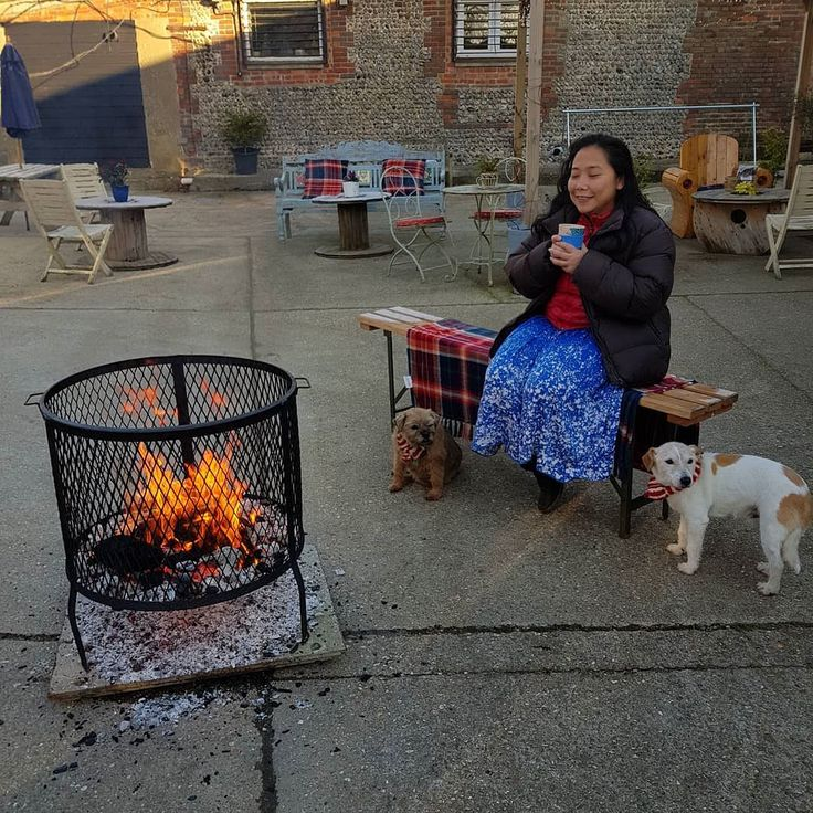 Dee you are a ray of sunshine on a  sunny morning at the #edgcumbescoffeeandtea roastery today. Dogs all dressed up like dogs' dinners.. Lucky Sussex for keeping warm...ish today!