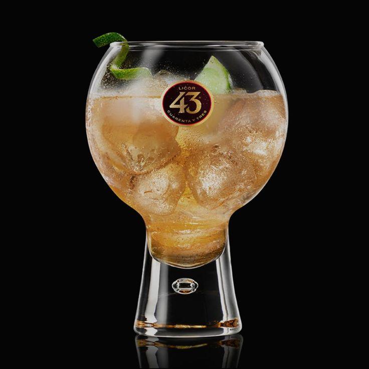 Ontdek het recept van Ginger 43, ons populairste drankje in Spanje. Een eenvoudige cocktail van Licor 43 met een subtiel zuurtje door de ginger ale, limoen, en veel ijs.