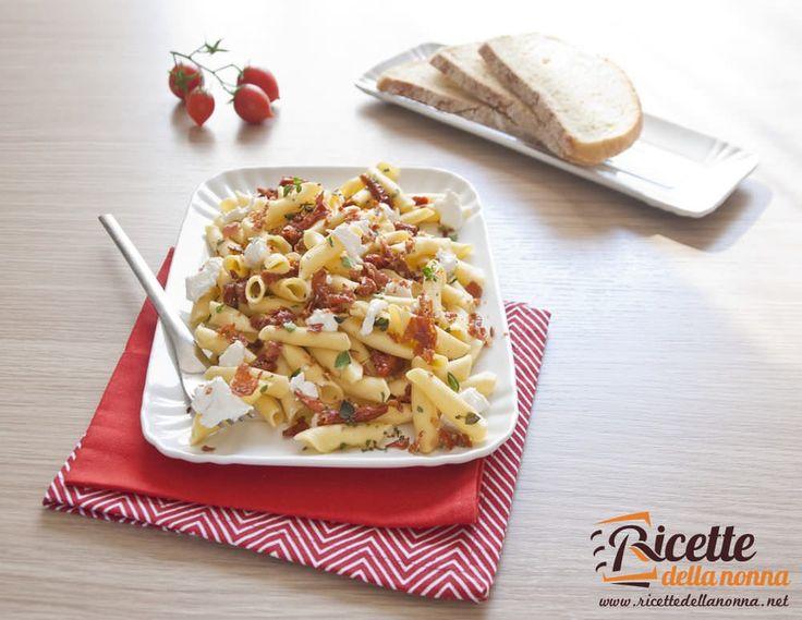 I Garganelli alla burrata e pomodorini secchi è una pasta fredda dal gusto molto particolare che vi sorprenderà.