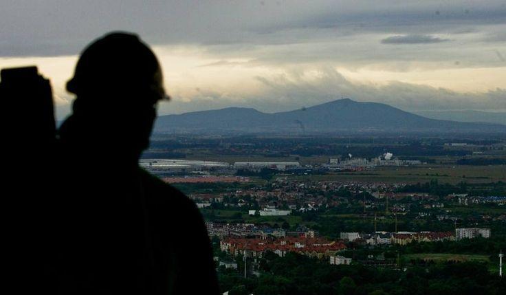 """Niemcy ukryli skarby w okolicach góry Ślęża? Tak twierdzą odkrywcy """"złotego pociągu"""""""
