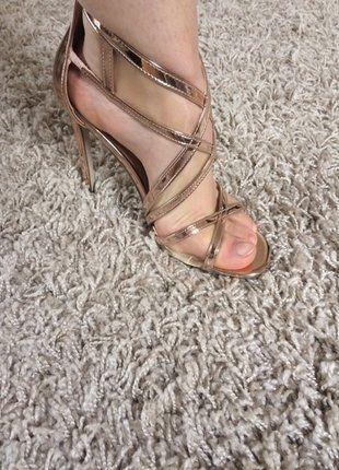 Kaufe meinen Artikel bei #Kleiderkreisel http://www.kleiderkreisel.de/damenschuhe/hohe-schuhe/142726334-rosegold-rose-gold-sandaletten-riemen-neu-online-ausverkauft-romer