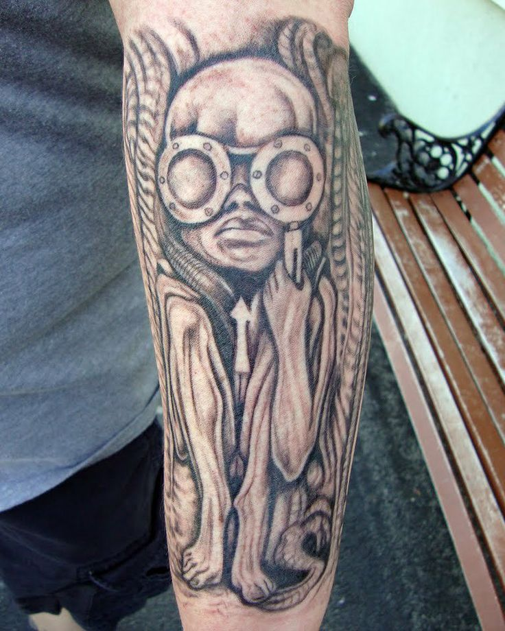 TATTOO BY JIM BRAUTIGAM........SOURCE H.R. GIGER MUSEUM ...