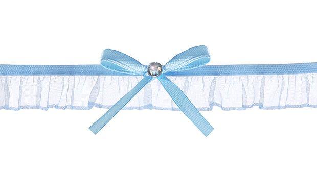 La tradition veut que la mariée porte quelque chose de bleu le jour de son mariage. Idéal et ravissante, cette Jarretière Satin et Mousseline Bleue avec Noeud et Strass. http://www.mariage.fr/jarretiere-satin-mousseline-bleue-strass.html