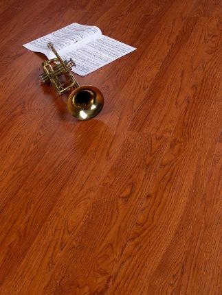 Woodstep Compact Click - Pardoseală din vinyl de nuanţă închisă, cu efect de lemn, cu model rustic de duşumea şi sistem de îmbinare cu click.