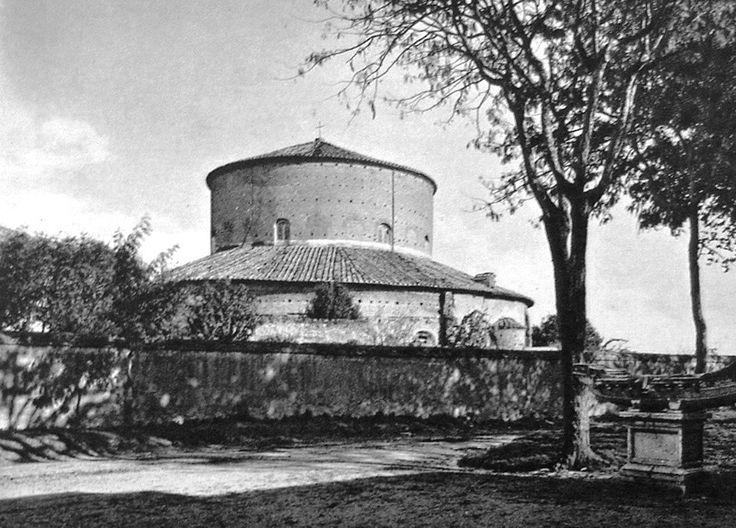 Róma: Santo Stefano Rotondo, épült Simplicius (468-483) pápasága alatt (külső)