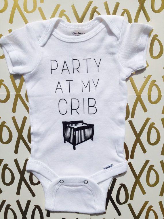 die 25 besten lustige baby shirts ideen auf pinterest. Black Bedroom Furniture Sets. Home Design Ideas