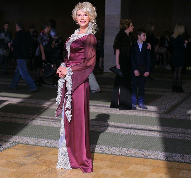 Вечернее платье Queen http://voleeyu.com/shop/vechernee-plate-queen/ Поразительное платье из светло-бордового шелка. Вставки из французского кружева подчеркивает сексуальность, привлекательность.