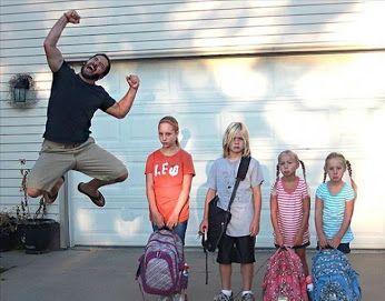 1 września. Dzieci wracają do szkoły. Życzymy samych sukcesów dla Waszych pociech.