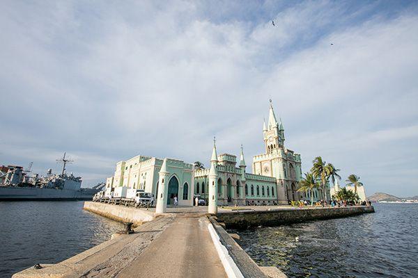 Casamento Na Ilha Fiscal Erica Eduardo Com Imagens Casamento