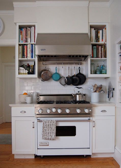 A stove sitting off to the side, taking up very little space, gives more room on an island for prep work. Good idea.