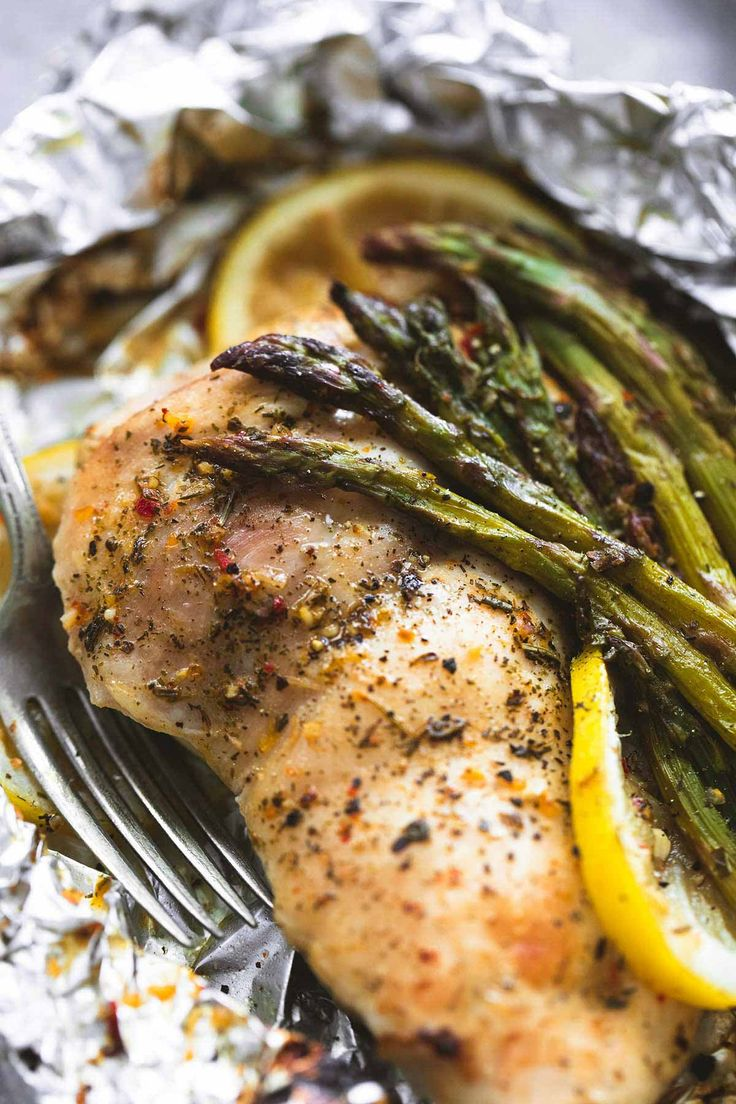 Simple lemon chicken & asparagus foil packs are an easy and incredibly delicious 30-minute meal you can either grill, or bake any time of the year.