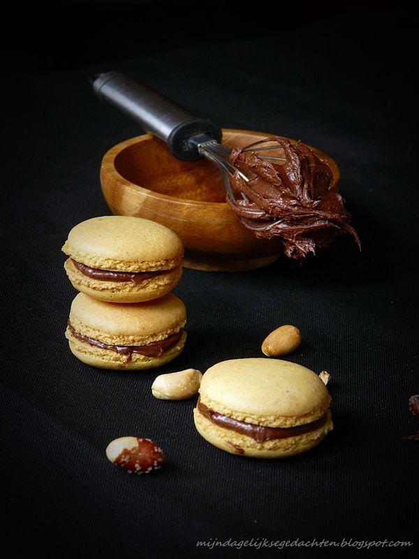 Peanut and Chocolate Macarons / Makarons Peanut with Chocolate