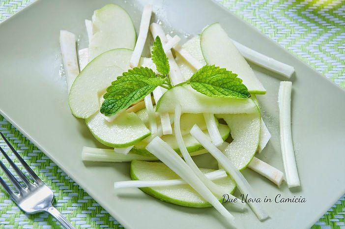 Insalata di mele verdi, sedano verde e sedano rapa