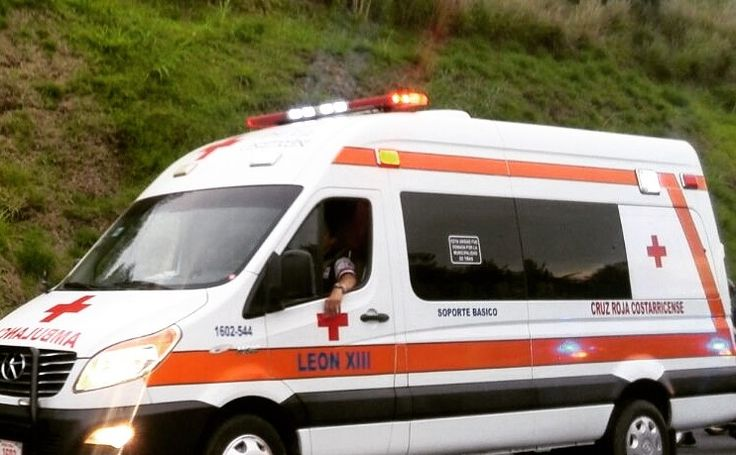 Conductor de bus resulta herido en choque dentro de plantel