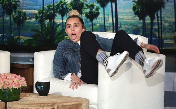 Miley Cyrus substitui Ellen DeGeneres como apresentadora do talk show #Apresentadora, #Cantora, #Cyrus, #EllenDegeneres, #Miley, #MileyCyrus, #Noticias, #Popzone, #Prévia, #Programa, #Show, #Videos http://popzone.tv/2016/09/miley-cyrus-substitui-ellen-degeneres-como-apresentadora-do-talk-show.html