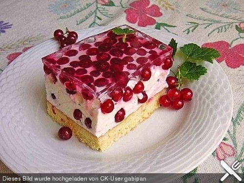 Leichte Ribisel - Topfen - Joghurt - Schnitten aus dem Kühlschrank